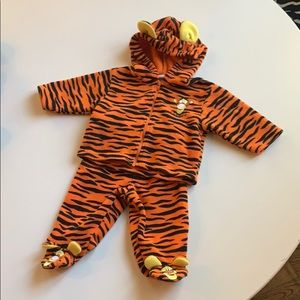 Disney Tigger two piece baby clothes 3 months